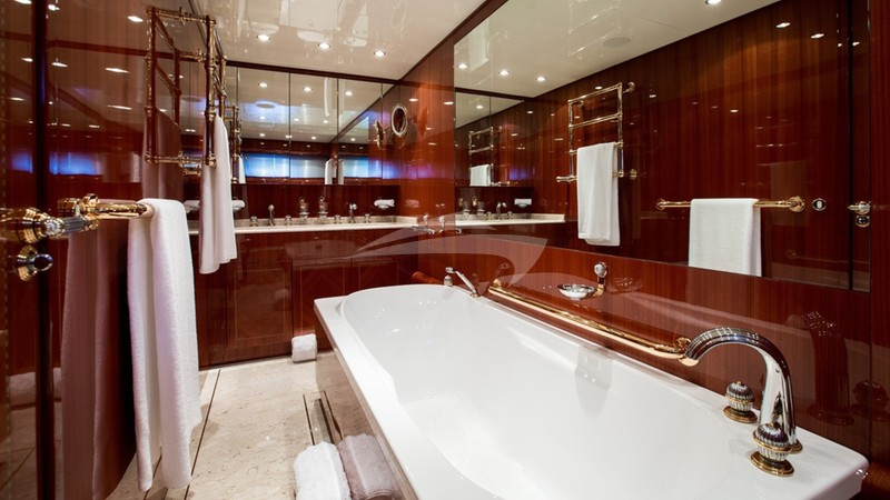 KIDI ONE :: Master Bathroom