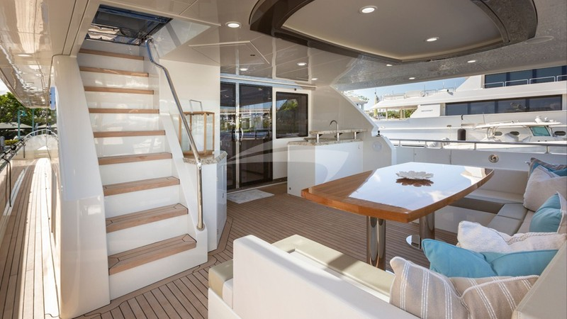7 DIAMONDS :: Aft Deck and Stairs