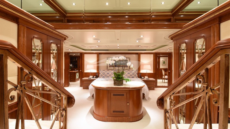 LADY MICHELLE :: Master Stateroom Entrance