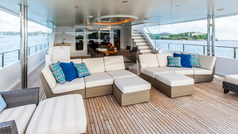 PERLE BLEUE :: Aft Deck Seating