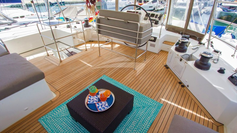 AZULIA 2 :: Astounding views from the flybridge