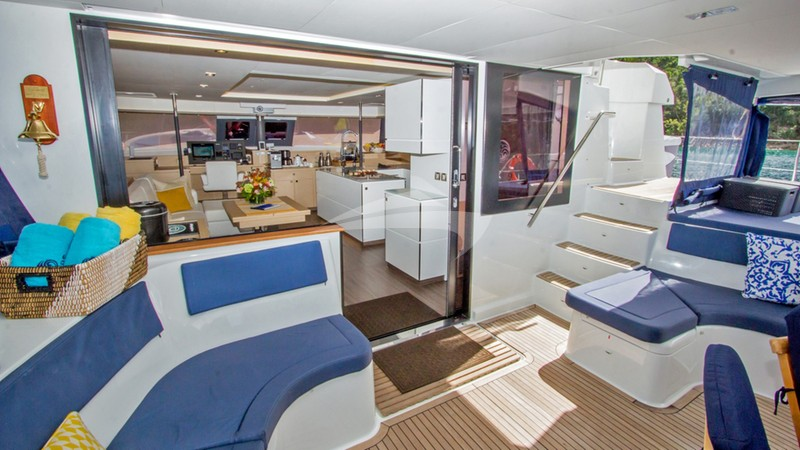 NENNE :: Spacious Aft Deck and Salon Entrance