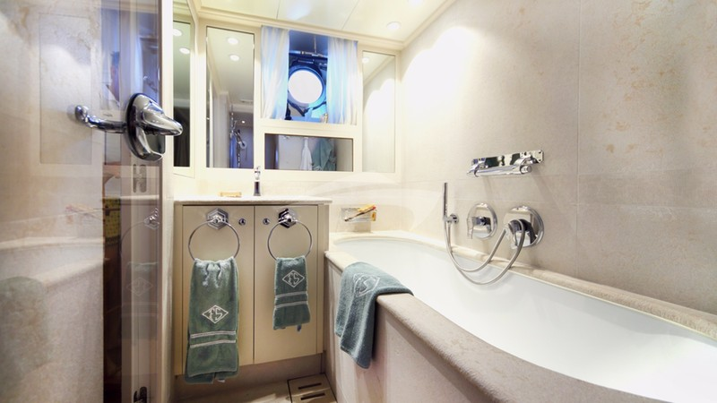 DIONE STAR :: Guest Bathroom