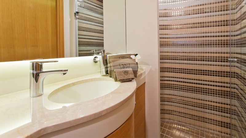 XO OF THE SEAS :: Master bathroom