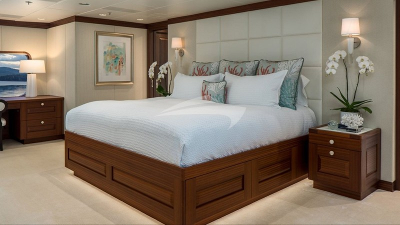 ENDLESS SUMMER :: Master Stateroom