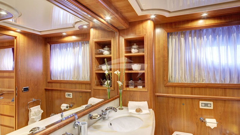 Master Cabin en suite facilities