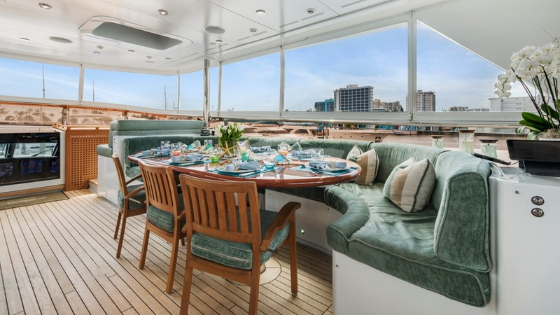 SERQUE :: Upper Deck Dining