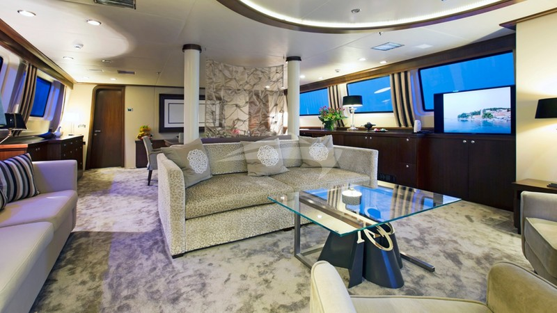 XO OF THE SEAS :: Main saloon