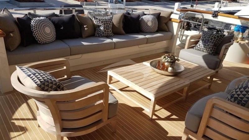 AWOL :: Deck Seating