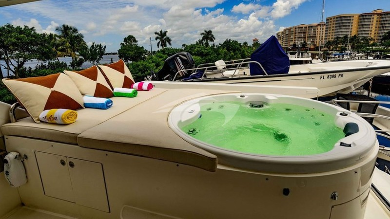 KENTUCKY BELLE :: Deck Jacuzzi