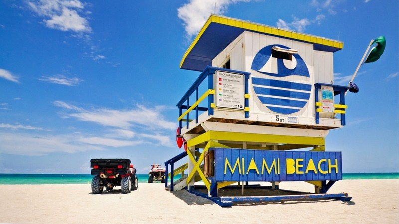 Summer scene with a typical colorful lifeguard house in Miami Beach