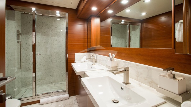 ROBUSTO :: Bathroom