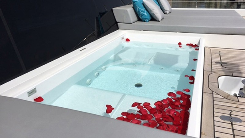 Jacuzzi in main deck