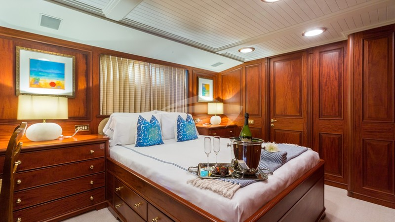 Lady J Queen Guest Stateroom