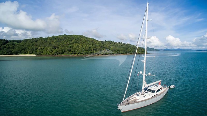 SILVERLINING Yacht Charter