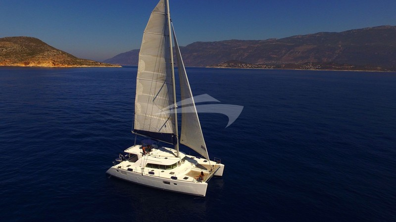 ADONIS Yacht Charter