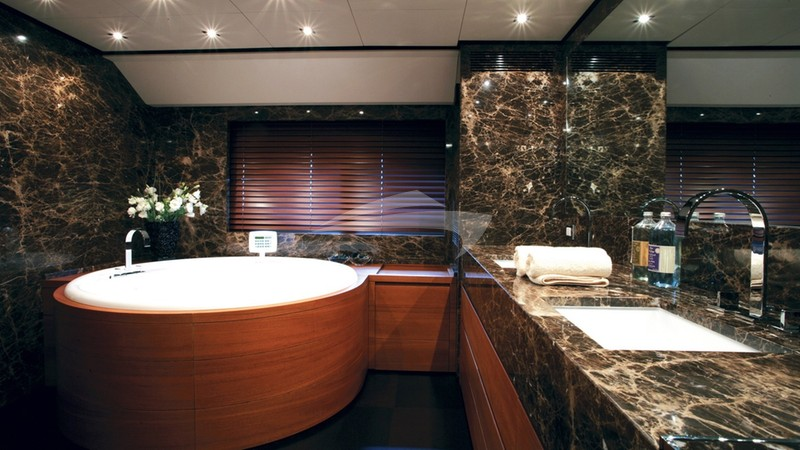 ANNAMIA :: Master Bathroom