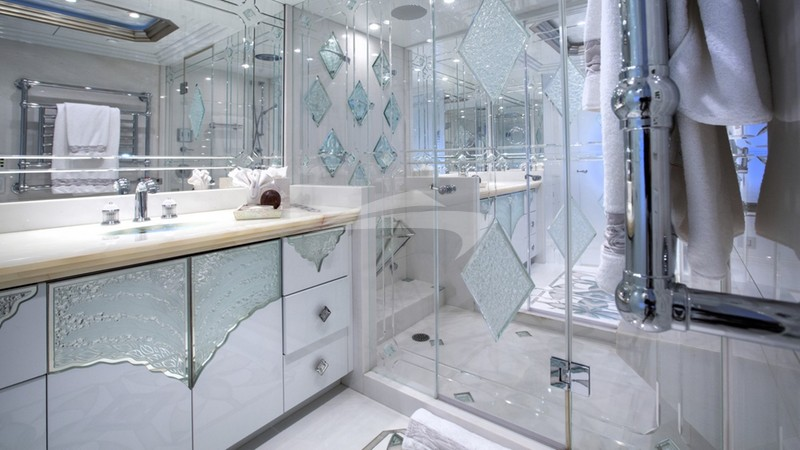 I LOVE THIS BOAT :: Master Bathroom
