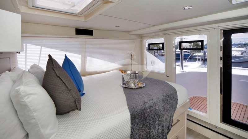 Master suite with access tothe forward cockpit are