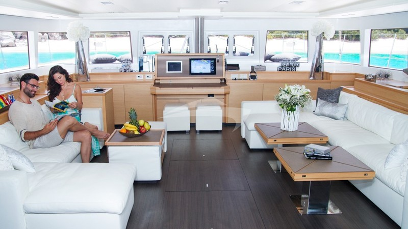 Charter yacht london sky cruise caribbean in private for 360 degrees salon