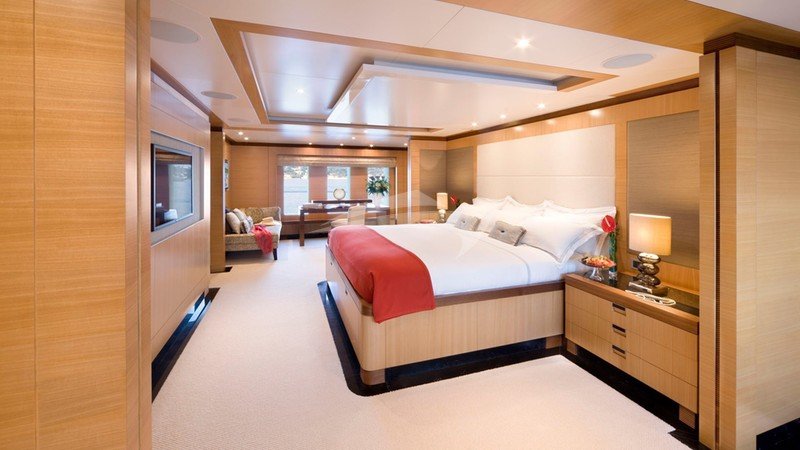 ANDREAS L :: Full beam Master Stateroom