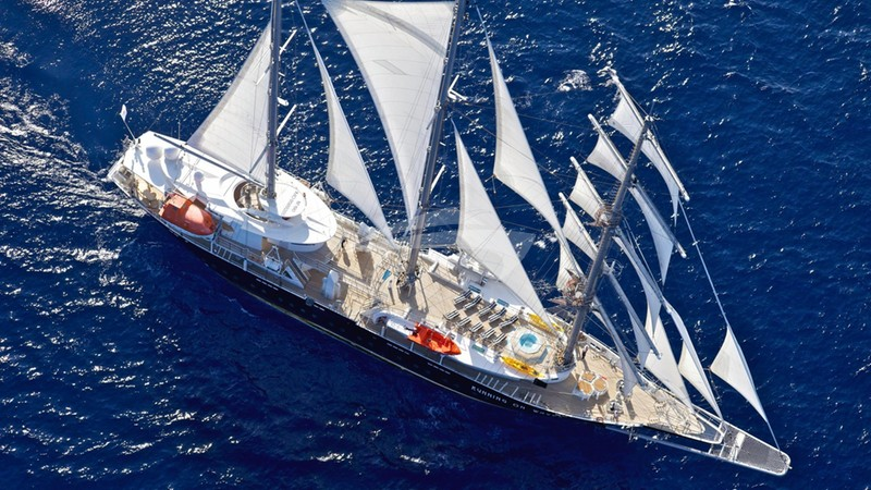 RUNNING ON WAVES Yacht Charter