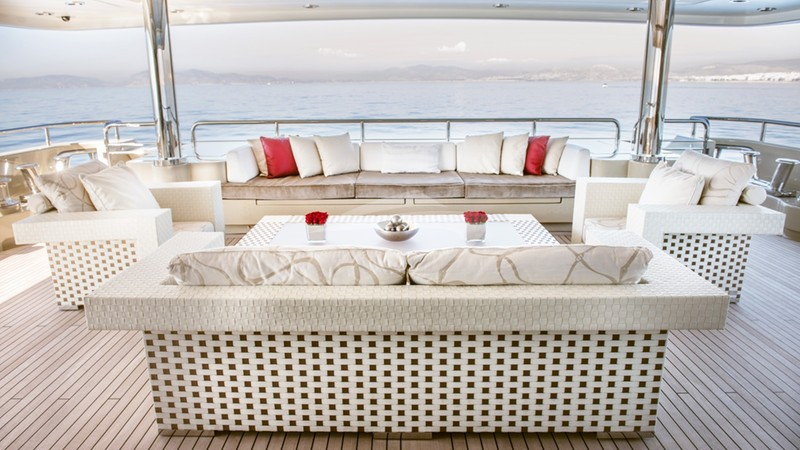 LIGHT HOLIC :: Aft Deck