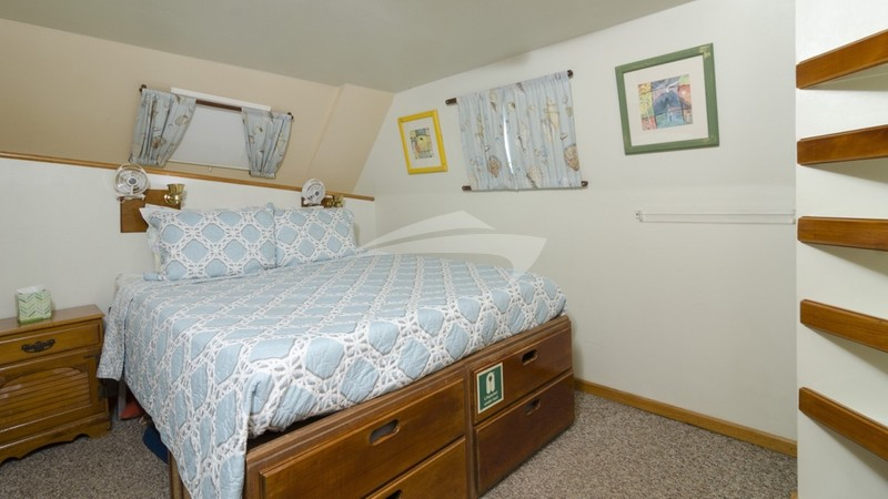 Another suite made up as a queen berth (Cabin #7)