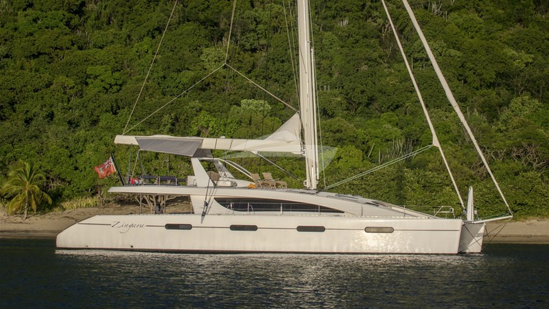 ZINGARA :: Anchored out on a sunny afternoon