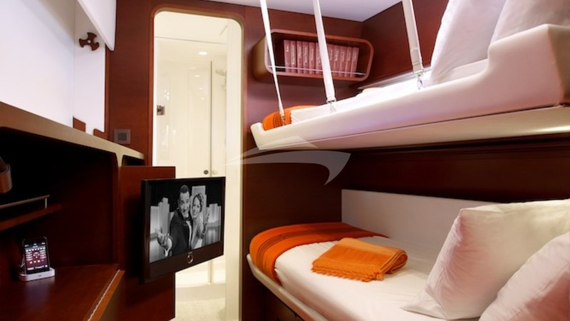 Forward guest cabin #3 (bunk beds)