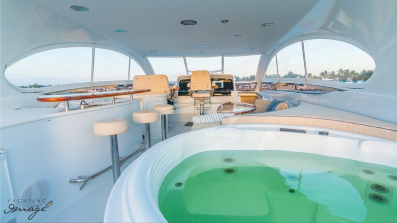 Flybridge and Deck Jacuzzi