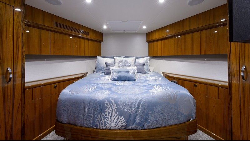 NOTORIOUS :: Forward Stateroom