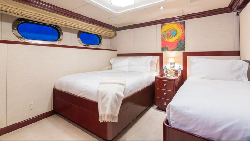 Guest Stateroom: 1 single, 1 double, 1 pullman
