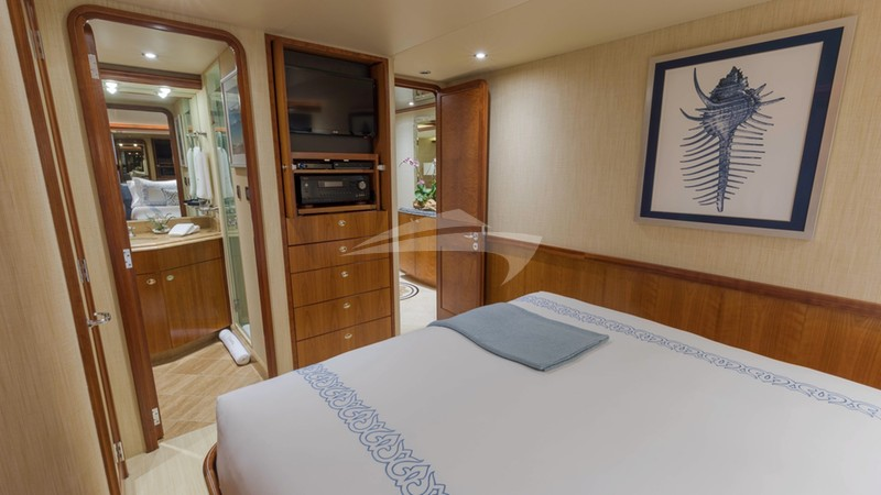 Queen guest stateroom aft